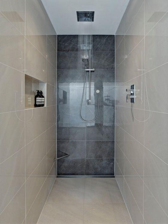 enger Duschebereich und moderne Bad-Armaturen   Home - Bathroom ...