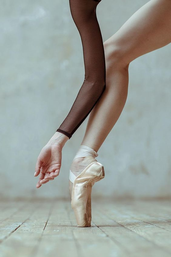 Voici la dernière série d'Alexander Yakovlev, qui capture la puissance et la grâce des danseuses de ballet.