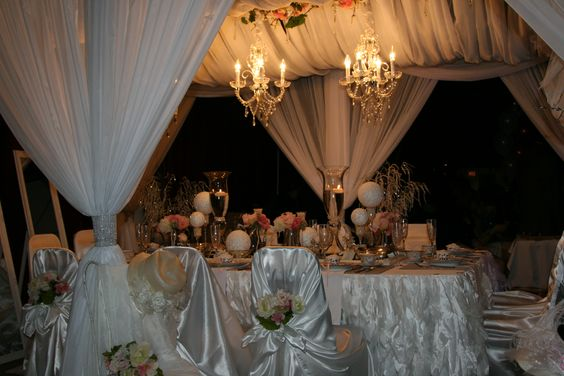 Grand Canopy Bridal Table, so elegant!!