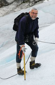 Jos Henrichs aus den Niederlanden genießt das Erlebnis auf dem Gletscher Nigardsbreen, Norwegen - Foto: visitnorway.com
