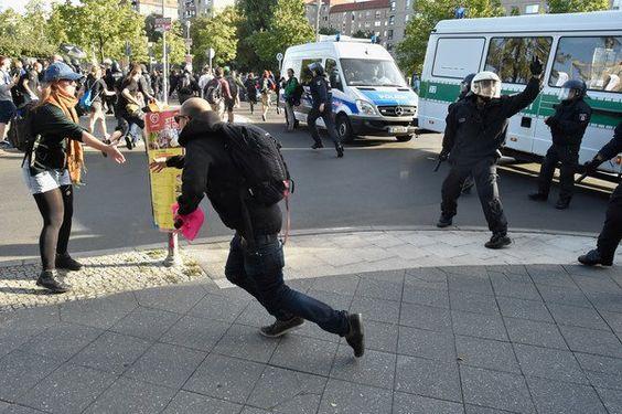 Zahlreiche Festnahmen bei Blockupy-Demonstration in Berlin - http://ift.tt/2bKDt7H
