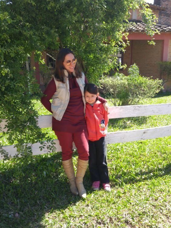 Blog Femina - Modéstia e Elegância: Skinny vinho, blusão de lã vinho, colete e bota de cano longo de salto