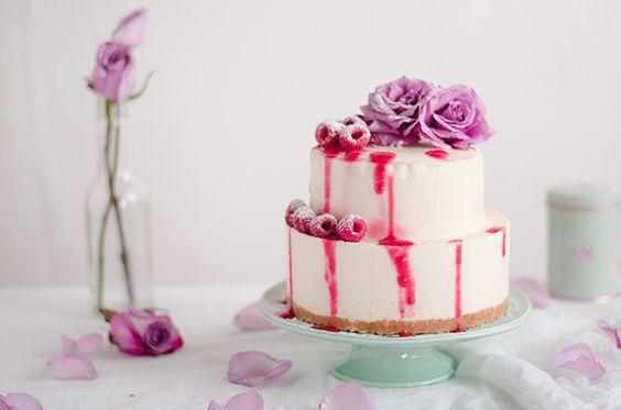Cheesecake gelado de chocolate branco com coulis de framboesa