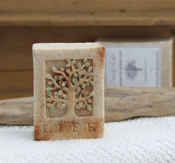 Tree of Life handcrafted oatmeal soap    ● ▬▬▬▬▬▬▬▬▬ ●?● ▬▬▬▬▬▬▬▬▬ ●    ● Weight: 3.7 ounces/105 grams  ● Scent: buttery, sweet, warm cinnamon
