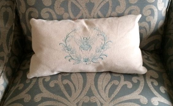 Petit coussin avec embroidery library
