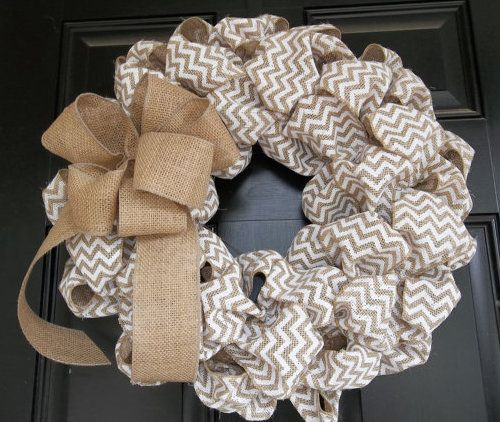 Burlap straw mesh wreath  Try using chevron striped burlap ribbon for a contemporary look to your DIY burlap wreath project.  #burlap #wreath #video #tutorial