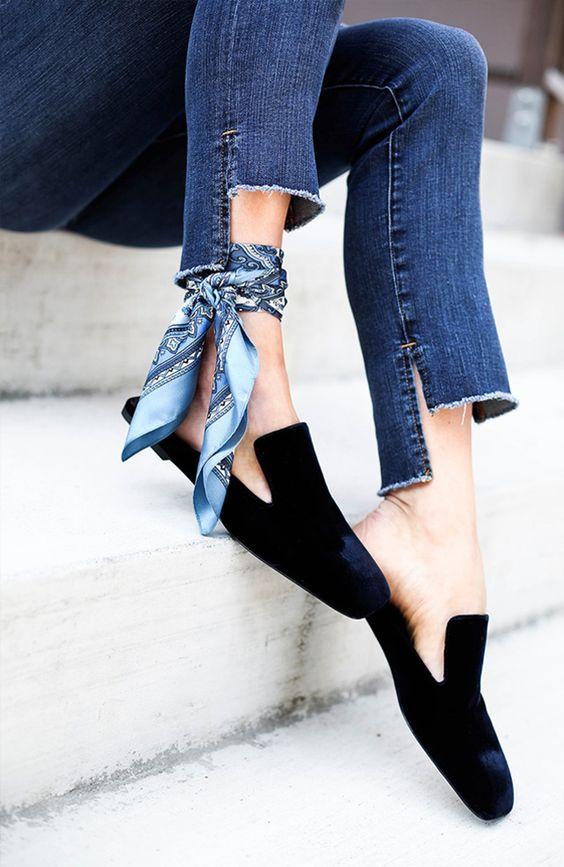 Seja com um truque de styling, um acessório ou até mesmo uma modelagem diferente de calça, corre aqui pra anotar essas dicas de estilo que vão dar uma repaginada nas suas produções jeans: