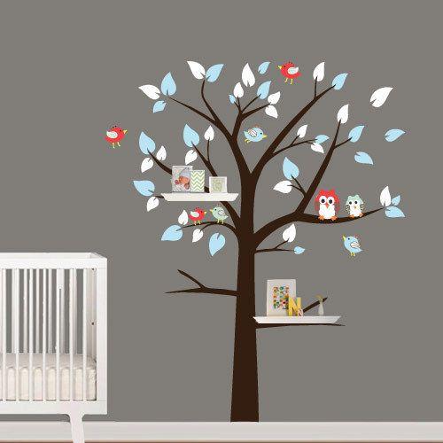 Rayonnages arbre avec des oiseaux et hiboux