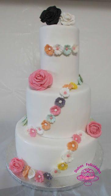 Dulces felicidades: #Tarta de tres #pisos con #flores