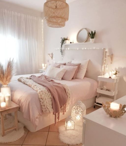 Creates A Cozy And Sophisticated Bedroom With Candles Garlands And Pink Tones Room Decor Home Decor Bedroom Bedroom Decor