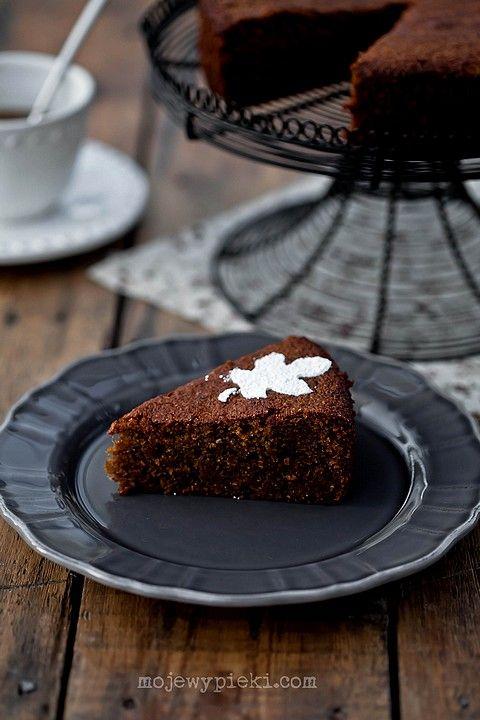 Ciasto z kardamonem i daktylami  na mące żytniej razowej / Cake with cardamom and daktylami on rye flour