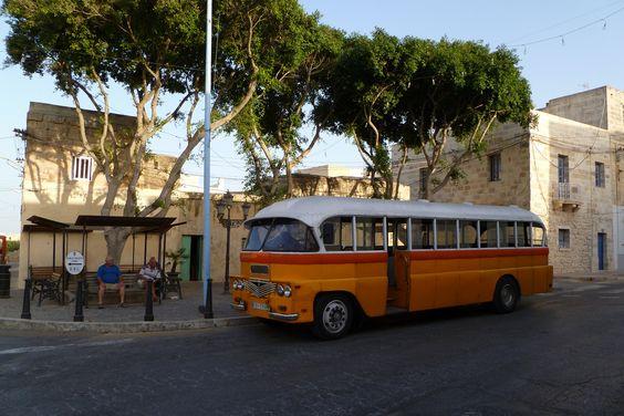 Alla fermata dell'autobus | by Sunflower79*