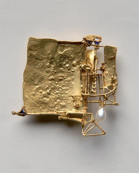 CLAUS BURY-GERMANY   Brosche, 1969 - Gold, Saphire, Perle, 50 x 50 x 10 mm, Inv. Nr. 341/2006/CB
