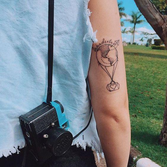 Eu queria passar horas ( minutos na verdade hahah) ⏱contando pra vocês o quanto sonhei com essa tatuagem e o quanto eu amei o resultado hahah ✈️, mais meu dia tá uma loucura, To gravando muitooooooooo hahah e meu celular tá com 3% de bateria #aloka rs , mas se vocês quiserem posso gravar um vídeo de todas as minhas tattos contando detalhes, o que acham??  Ah To compartilhando as gravações lá no snap: Tacialcolea  Valeu @marcosbelinassi