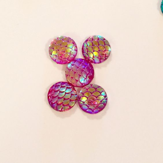 Iridescent Reflective Scales Cabochon 12mm