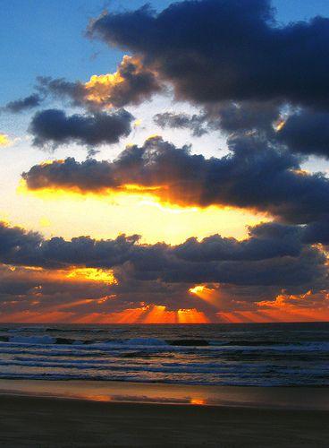 ondergaande zon, aan het strand bij Mimizan.:
