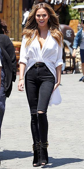 Outfit Ideas Celebrities in Ripped Jeans and Heels | White