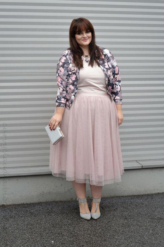 Wie toll sie den blassrosa Tüllrock von H&M+ in Szene gesetzt hat. Plus Size Fashion Outfits | Einer meiner Lieblings-Blogs: Curvy Claudia.