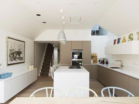 Cozinha Contemporânea. Arquiteto: Sam Tisdall e Studio Carver. Fotógrafo: Richard Chivers.