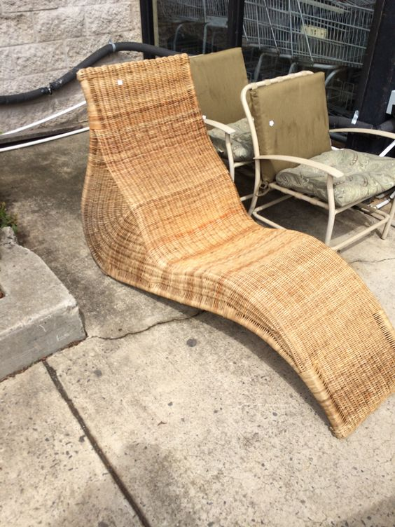 Vintage rattan pool chaise lounge rattan pinterest for Antique wicker chaise lounge