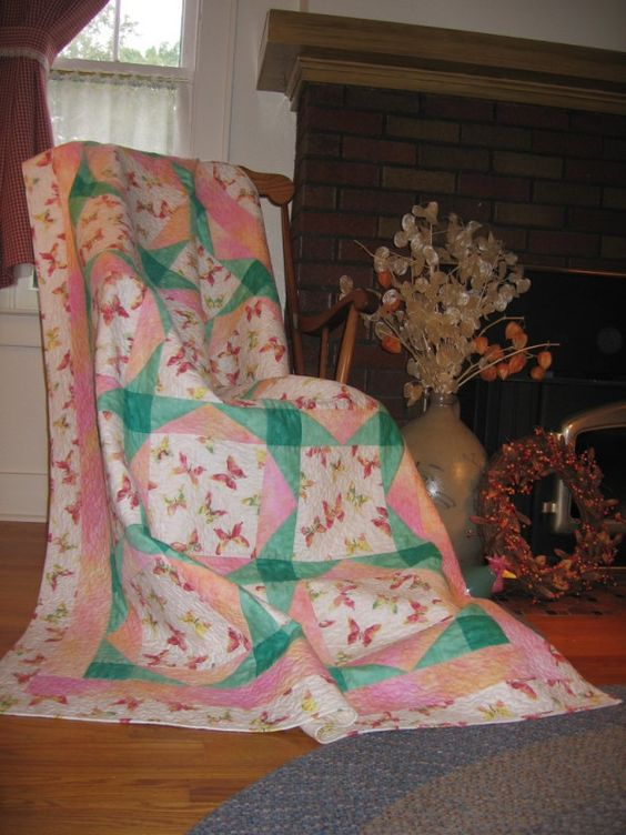 Bordered Beauties Quilt http://www.letko.info/archives/25.html