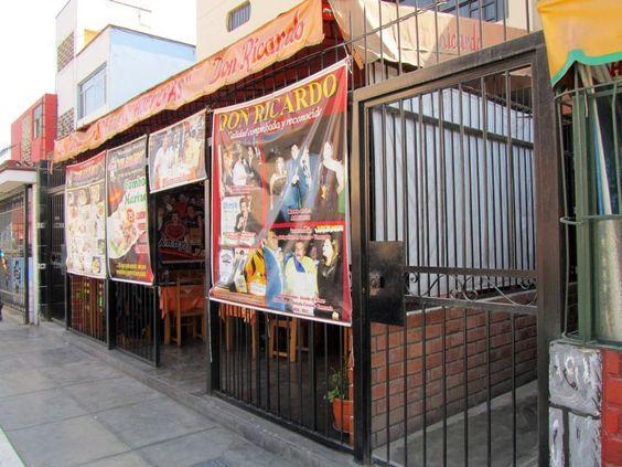 """Restaurante """"Don Ricardo"""" (El Rey de las Hueveras) en el tradicional distrito del Rimac (Lima, Perú).  http://www.placeok.com/blog/huariques-en-lima-almorzando-con-el-rey-de-las-hueveras/"""