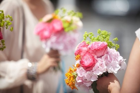 bouquets temoins, mariage, wedding, compositions florales, compositions florales mariage, bouquets roses et jaunes