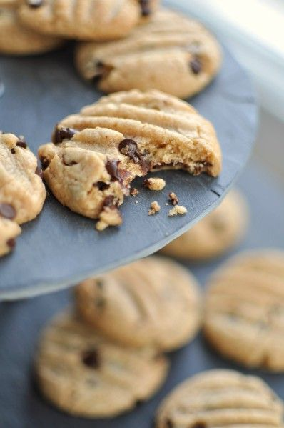 Cookies au beurre de cacahuète (Dakatine) et pépites de chocolat - La popotte de Manue