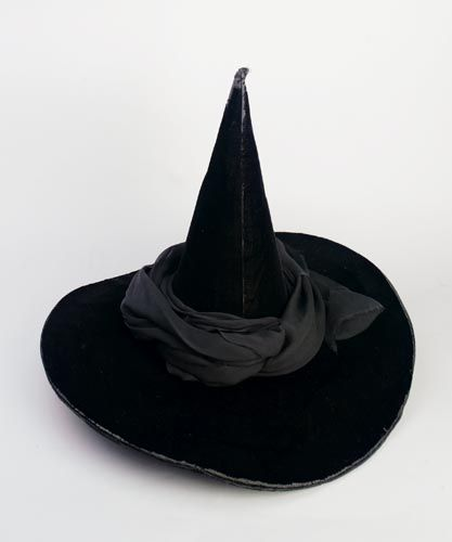 realistic wicked witch of the west costume | Hat worn by Margaret Hamilton as the Wicked Witch of the West in the ...