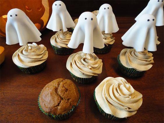 Pumpkin cupcakes, Buttercream icing and Cinnamon on Pinterest
