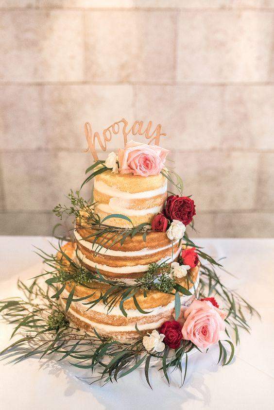 Photography : Kelli Lynn Photography Read More on SMP: http://www.stylemepretty.com/kentucky-weddings/2016/06/15/this-colorful-bohemian-wedding-will-have-you-seeing-red/