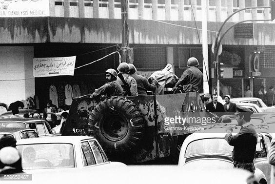Les forces de securite Inter-arabe patrouillant dans les rues de la ville, en janvier 1977 a Beyrouth, Liban.