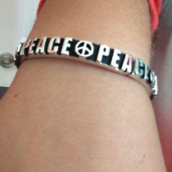 Stretch Peace Sign Bracelet! Adorable! Has stretch! 🚫NO TRADES🚫 Jewelry Bracelets