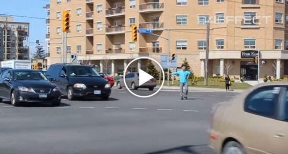 Jovem De 21 Anos Foi Para o Meio Da Rua Organizar o Trânsito Que Estava Um Caos