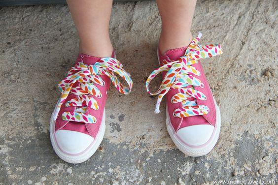 faire de jolis lacets: Diy Ideas, Crafty Rafty, Diy Crafts, Sewing Crafts, Diy Tutorial, Diy Fabric, Converse Diy, Fabric Shoelaces
