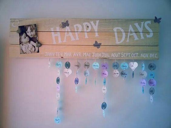Mon calendrier d anniversaire fait avec quelques planches en bois, des feuilles cartonnées, un peu de peinture et beaucoup d amour.... Désormais je n'aurais plus d excuses en cas d'oubli :-)