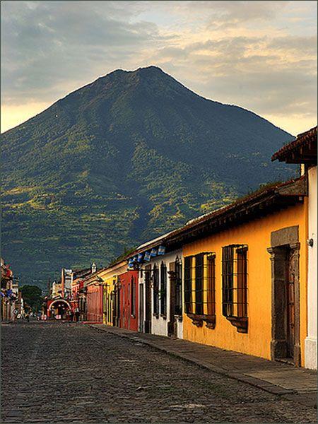 http://www.deguate.com/artman/uploads/34/Volcan-de-Agua-500px.jpg