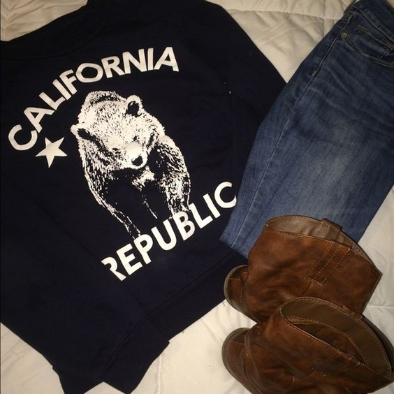California sweatshirt Navy blue California sweatshirt! It's very soft inside so it will keep you warm, while not being so heavy!  XL but runs small (fits more like a size L) Sweaters Crew & Scoop Necks