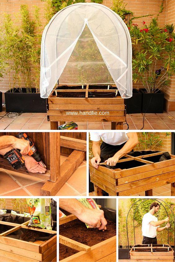 Monta de forma sencilla tu propia mesa de huerto urbano para tener siempre a mano tus hortalizas y plantas aromáticas.