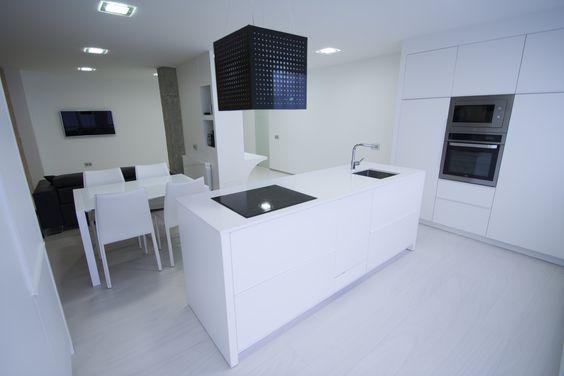 #Comedor #Cocina #Salon #moderno #decoracion via @planreforma #antes y despues #encimeras #islas de cocina #iluminacion #rehabilitación #griferia #almacenamiento #armarios #electrodomesticos