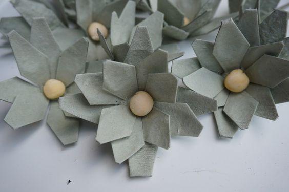Fiori in polpa di legno -vassoi uova-