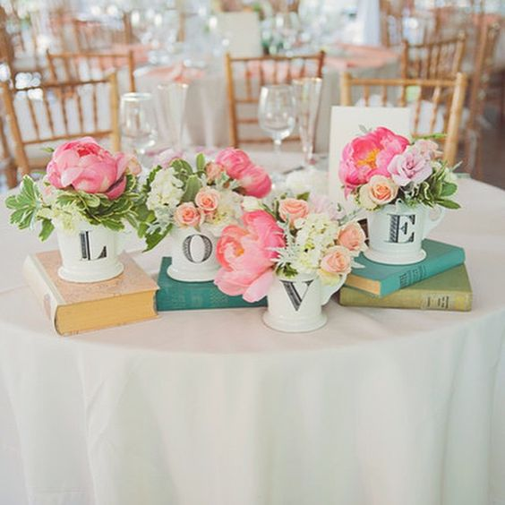 Love this idea for a sweetheart table!