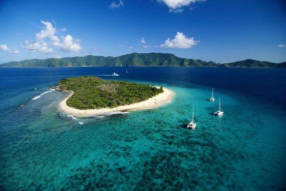 #diewelt: Türkisfarbenes Meer, schneeweißer Sand, Legenden und Naturschätze: Die Britischen Jungferninseln sind ein wenig bekanntes Juwel. Am besten lassen sie sich mit dem Segelschiff erkunden.