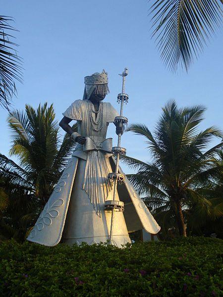 Estatua de Oxalá en Costa do Sauípe, Bahía, Brasil.