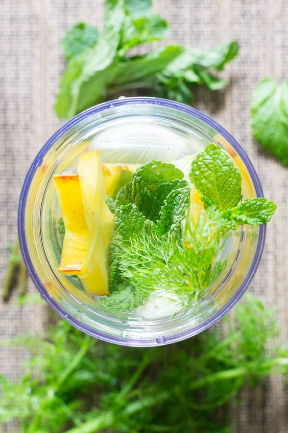 Combine fresh star fruit (carambola), fresh fennel, and fresh mint for a refreshing infused water with a fruity and herbal flavor. via @recipeforperfec sponsored by ZonePerfect.