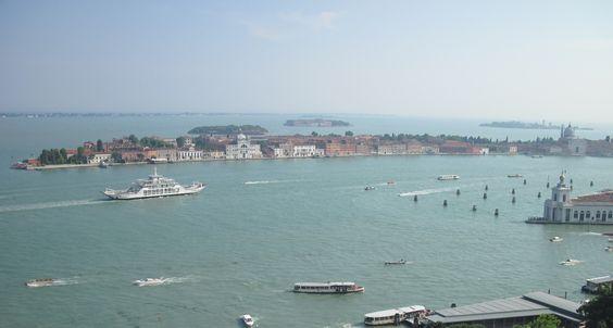 """* Veneza, Região do Vêneto * Itália.  """"Canal de Giudecca""""."""