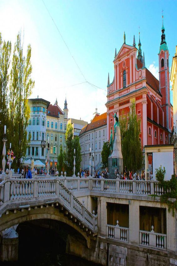 Preseren Square in Ljubljana Slovenia. . . . . #travel #instatravel #tourist #igtravel #trip #vacation #beautiful #wanderlust #love #explore #instalike #photo #photography