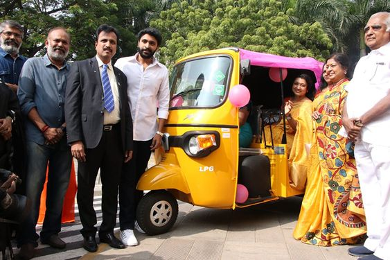 Actor Vikram Prabhu Flags Off 'Pink Auto'