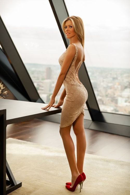 Sexy nude dress & red heels | ▪❇▪Fashion = obsession ...