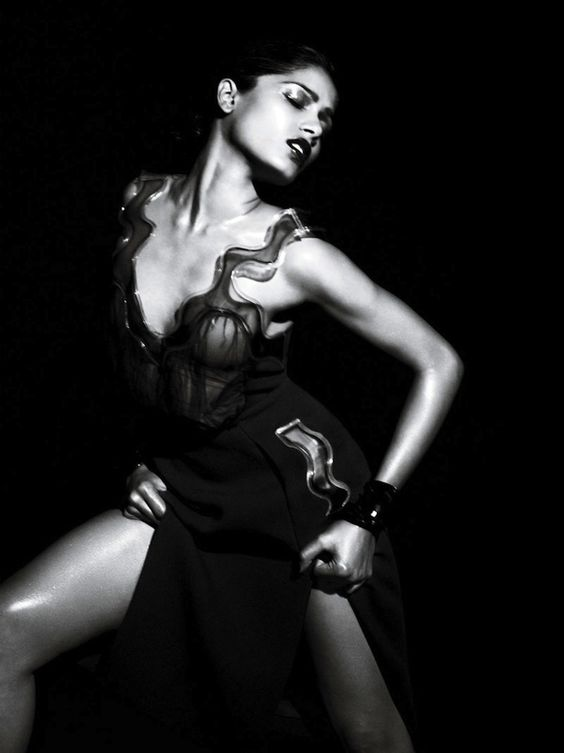 Frieda Pinto: Freida Pinto, Mert Marcus Photography, August 2011, Interview August, Fashion Photography
